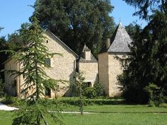 These are 3 cottages so we could potentially get two of them.  It's a 5 min drive from Sarlat