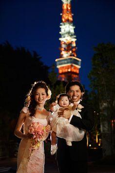Sweet Japanese wedding photo at the Tokyo American Club - photos by 37 Frames Photography | junebugweddings.com
