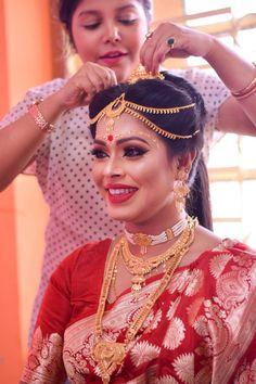 Mayuris, Makeup Artist in Kolkata - Indian wedding Indian Wedding Bride, Bengali Wedding, Wedding Sari, Indian Wedding Outfits, Bengali Bridal Makeup, Indian Bridal Fashion, Bride Photography, Beauty Photography, Bridal Looks