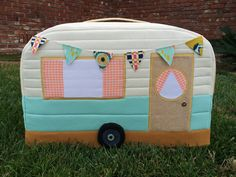 Retro Caravan sewing machine cover - via the Ginger Peach Studio