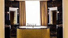 lux250gb-139090-PrincedeGallesSuitedOr-Bathroom.jpg (599×337)