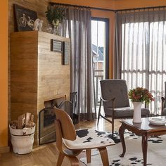 decor, sala de lareira,fire place,decor de inverno, parede laranja,cortinas cinzas