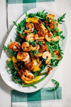 Sperziebonen salade met gamba's Eating more vegetables is possible with this well-filled green bean salad with prawns! Cheap Clean Eating, Clean Eating Snacks, Green Bean Salads, Green Beans, Slaw Recipes, Healthy Recipes, Meet Recipe, Healthy Diners, Prawn Salad