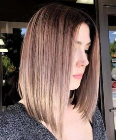 Silvery Blonde Stretched Root✨ saving the day with this one! Super stoked to have this babe in my chair Lob Hairstyle, Cool Hairstyles, Lob Haircut Straight, Straight Lobs, Trends 2018, Pelo Bob, Mid Length Hair, Haircut And Color, Hair Brained
