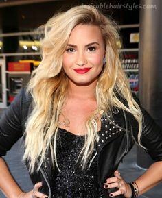 Image discovered by Leila♔. Find images and videos about beautiful, blonde and demi lovato on We Heart It - the app to get lost in what you love. Pelo Demi Lovato, Demi Lovato Hair, Blonde Wavy Hair, Blonde Hair With Dark Eyebrows, Style Outfits, Queen, Celebs, Celebrities, Celebrity Hairstyles