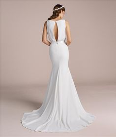 Made by the same company as Pronovias, the La Sposa collection offers the bride a stylish edit of mermaid shapes alongside elegant ball gowns. La Sposa Wedding Dresses, Elegant Ball Gowns, Minimalist Dresses, Mirror Mirror, Minimal Design, Tulle, Chiffon, Bride
