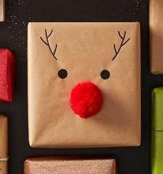 Rudolph reindeer - Christmas gift wrapping idea with a pompom // Rénszarvas Rudolf - karácsonyi ajándék csomagolás pomponnal // Mindy - craft tutorial collection // #crafts #DIY #craftTutorial #tutorial #ChristmasCrafts #Christmas #Karácsony