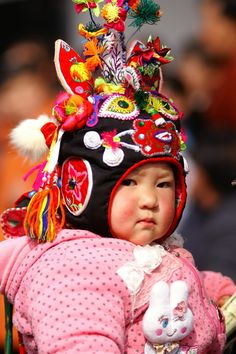 Tiger-head Cap for kids Chinese Tiger, Chinese Babies, Hobbies For Women, Art And Architecture, Ancient Architecture, Chinese Clothing, China, Wedding Art, Chinese Culture