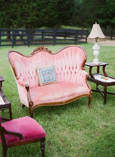 country wedding and a perfect pink sofa