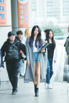 Gfriend at Gimpo Airport Heading to KCON JAPAN 180413 Cr: twitter