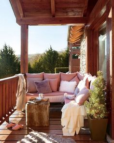 Cozy mountain house in Spain - All About Balcony Style At Home, Outdoor Spaces, Outdoor Living, Balkon Design, Porch And Balcony, Cozy Corner, Cozy Cottage, Home Fashion, Outdoor Furniture