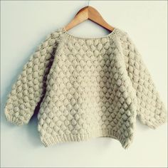 Brought up by wolves: Bubblewrap Jumper PatternKnitted kid sweater with Bubble Stitch Pattern.Bubblewrap Jumper This knitting pattern / tutorial is available for free.Free knitting patterns and crochet patterns for beginners. Baby Knitting Patterns, Jumper Knitting Pattern, Jumper Patterns, Crochet Patterns, Fall Knitting, Knitting For Kids, Vogue Knitting, Crochet Baby, Tricot Facile