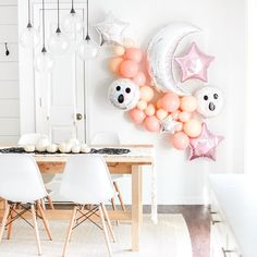 Our balloon garlands are back IN STOCK and Halloween is just over two weeks away. More blush/pink Halloween party inspiration by Happy Halloween, Halloween Mono, Halloween Bebes, Casa Halloween, Halloween Birthday, Halloween Snacks, Halloween Party Decor, Holidays Halloween, Halloween Queen