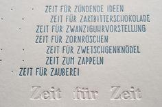 """Diese """"ZEIT""""-postcard wurde in vier Druckstufen hergestellt: Holzlettern in Silber, Holzlettern in perfekt Blau, Bleisatz für Blindprägung und Klischee in Perfekt Blau mit Silberanteil. Gedruckt wurdeauf Munken Lynx cremeweiß 600gramm. letterpress manufaktur Salzburg"""