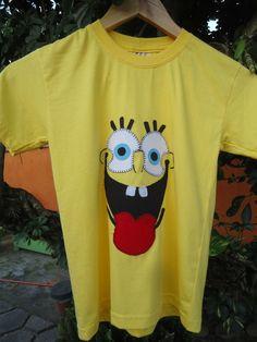 Camiseta em malha super macia de Santa Catarina com aplique bordado tamanho 6. Aceitamos encomendas em outras cores e tamanhos.