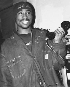 LOVE this pic! ❤️❤️ Even after his death, Tupac continues to be an inspiration around the world!