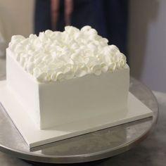 Square Cake Design, Icing Cake Design, Square Cakes, Cake Icing, Cake Decorating Designs, Cake Decorating Techniques, Cake Designs, Pretty Cakes, Beautiful Cakes
