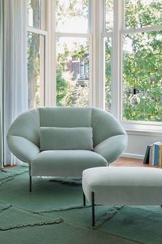 Un fauteuil design et relax, Cinna Contemporary Armchair, Contemporary Design, Luxury Home Furniture, Furniture Design, Style Salon, Design Salon, Elegant Living Room, Ligne Roset, Living Room Seating