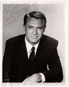 Grant, Cary - Signed Photo English stage and Hollywood film actor later American citizen - Nice photo, 8 x 10 inches, signed by Cary Grant Old Hollywood, Hollywood Icons, Hollywood Actor, Golden Age Of Hollywood, Hollywood Stars, Classic Hollywood, Old Movie Stars, Classic Movie Stars, Classic Movies