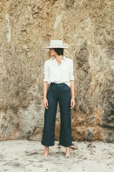 56 Wide Leg Jeans Ideas That Trending On Summer 2019 Wide Leg Jeans Ideas That Trending On Summer 2019 47 – Favoritt motetips Summer Pants Outfits, Trouser Outfits, Winter Outfits, Crop Pants Outfit, Wide Leg Pants Outfit Summer, Hat Outfits, Wide Leg Cropped Pants, Wide Leg Trousers, Trousers High Waisted