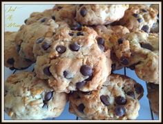 Chocolate Chip Cornflake Cookies - we had cornflakes that won't get eaten as breakfast cereal so I had to try these. Adds a crunch and a bit of chewy texture to chocolate chip cookies. Also we used cup butter for the gram conversion. Chocolate Chip Cookies, Chocolate Snacks, Cereal Recipes, Baking Recipes, Baking Ideas, Choco Chips, Ice Cream Recipes, Food To Make, Biscuits