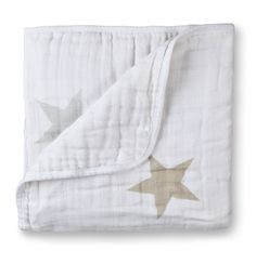 Heerlijke deken van Aden Plus Anais. Perfect voor de warme zomeravonden. www.villa-vrolijk.nl