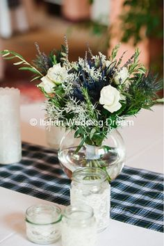 Centerpiece with roses, thistles and dried lavender - Floral inspiration | Italian Wedding Dream