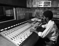 16 track Sound Techniques System 12 at Dynamic Studio (engineer ID?)