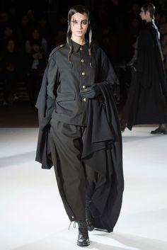 Yohji Yamamoto Fall 2015 Ready-to-Wear Fashion Show - Chiara C. (WOMEN)