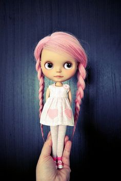 Blythe dolls: Cute or creepy? i'm on the fence. but i think this one is adorable.