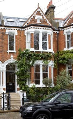 Brick London townhouse UK - may possibily be Bobby and Maddie's home? London Townhouse, London House, Victorian Terrace House, Victorian Homes, Victorian Front Garden, Edwardian House, London Architecture, Architecture Design, Townhouse Exterior