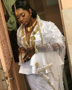 17 photos: The proof that Senegalese marriage is a feast for the eyes Nigerian Wedding Dresses Traditional, Traditional Outfits, Muslimah Wedding Dress, Wedding Wishes, African Fashion, Wedding Styles, Marie, Cute Outfits, Gowns
