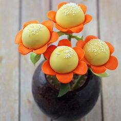 Spring Flower Cake Pops: Everyone loves to receive...     via Tumblr