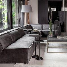 """Dit stoere middenelement van Jagger is een onderdeel uit één stuk. Gemaakt van beukenhout is het element niet te zwaar om desgewenst te verschuiven of op te tillen. De velours bekleding van polyester is lekker zacht en in verschillende kleuren te krijgen. Het middelste element is er in 95 cm en in 125 cm. Op die manier kan er naar believen worden """"gebouwd"""". #modulairebank #bank #couch #sofa #woonkamer #zithoek #interieurinspiratie #interiorinspiration Living Room Decor, Couch Decor, Large Sectional Couch, Home, Riviera Maison, Sofa Table, Deep Couch, Coffee Table, Deep Seated Couch"""