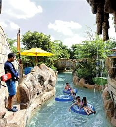 With the temperature never dipping below 24 degrees, Singapore's many water parks will keep both kids and adults cool. Here is EL's guide to the water parks in Singapore for you and your family.