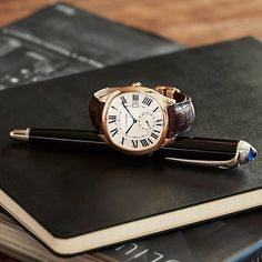 Drive de Cartier – sophistication in the details. Visit us to see the latest men's watch collection from Cartier. Cartier Drive, Cartier Tank, Luxury Watches, Rolex Watches, Watches For Men, Cartier Watches, Gq Usa, Fancy Clock, Istanbul