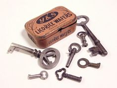 Vintage Keys & Licorice Wafers Tin / ohiopicker.  I love this... not sure why?