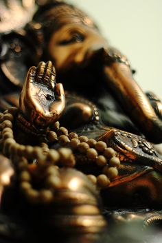 the hand of Ganesha in abhaya mudra...have no fear