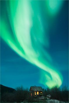 Northern Lights (aurora borealis) - I'm dying to see them Beautiful Sky, Beautiful World, Cool Pictures, Cool Photos, Northen Lights, Nordic Lights, Green Sky, See The Northern Lights, Belleza Natural
