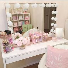 Makeup room on fleek!✨So proud of my girl Susie @makeuppmadness that just redecorated her beauty room to pure PINK perfection!✨I have the rosegold @impressionsvanity too and I love it!✨Love seeing all her fairytale brushes displayed in the front!Have a happily pink Wednesday my beauties!✨
