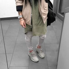 BLVCKDOPE I honestly find it so cool if a girl can rock men's outfit like that. I would and have definitely done the same✌️ Mennn comment below your thoughts
