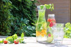 Fruitwater maken is super lekker, makkelijk en gezond. Ik geef je inspiratie voor 5 smaak combinaties maar de mogelijkheden zijn natuurlijk eindeloos!