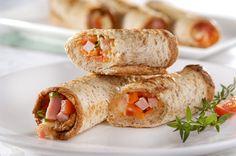 Uma receita simples e saudável para a lancheira das crianças, com pão integral, mussarela, cenoura, presunto, tomate e milho