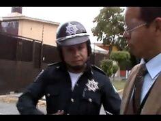 Inspector sorprende a policías extorsionando a conductora