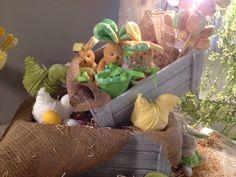 Coniglietto in peluche con cestino porta Ovette confettate - da Lux Lab via Calefati 92 Bari