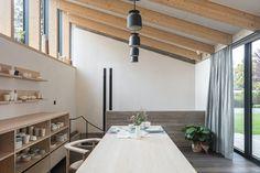 Architect Bruno Stevens designs slate-clad studio for his ceramist mother Concrete Cover, Concrete Wood, Wood Slab, Concrete Floors, Plywood Floors, Stained Concrete, Concrete Countertops, Laminate Flooring, Studios Architecture
