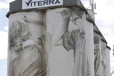 5 children immortalised: 2017 Australia's largest and arguably most complex mural has been finished, with artist Guido van Helten putting the final touches on the silos at Coonalpyn in South Australia. Australia Travel, South Australia, Farm Art, Water Tower, Country Art, Urban Farming, Outdoor Art, Street Artists, Banksy