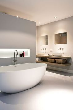 For the past year the bathroom design ideas were dominated by All-white bathroom, black and white retro tiles and seamless shower room All White Bathroom, Modern Bathroom, Bathroom Pink, Master Bathroom, Minimalist Bathroom, Silver Bathroom, Bathroom Showers, Boho Bathroom, Bathroom Vanities