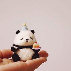 Needle felted red panda brooch, brooch handmade accessories for kids ooak animal, 7 year anniversary Needle Felted Animals, Felt Animals, Cute Baby Animals, Cute Crafts, Felt Crafts, Felted Wool Crafts, Needle Felting Tutorials, Cute Toys, Felt Diy