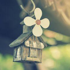 Aprende como limpiar energéticamente una casa y libérate de las energías negativas residuales.